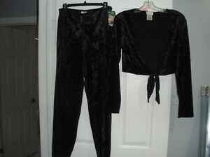 BLACK CRUSHED VELVET AND LACE 2 PIECE SET