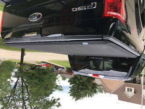 Factory Ford Tri-fold tonneau cover