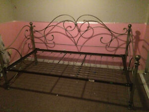 metal twin day bed