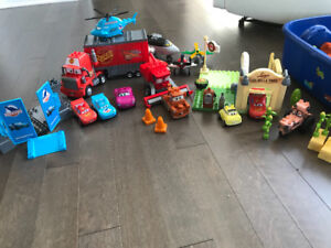 Lot de blocs et jouets Flash McQueen