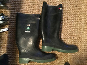 Men's Size 6 Steel Toed Rubber Boots