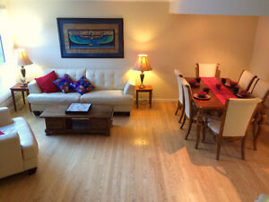 Beautiful townhouse in Point McKay NW!