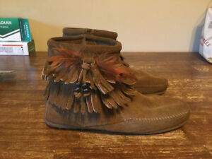 MINNETONKA suede moccasin boots