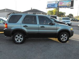 2005 ESCAPE 4X4  LOADED  NEW TIRES  SAFETIED   ONLY 136,000 KMS