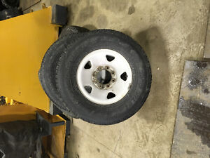 Lot de 4 pneus d'hiver avec rims pour F-350