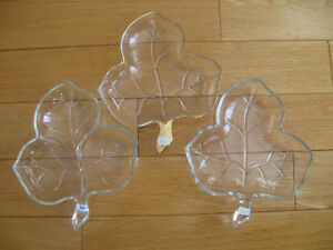 VINTAGE 3-LEAF CLOVER GLASS 3-SECTIONED PICKLE SET