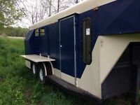 Fifth Wheel Slant Load Horse Trailer