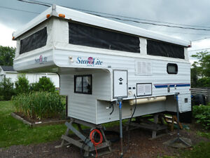 Sun Lite pop-up Truck Camper