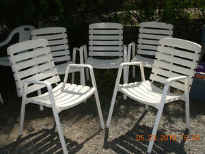 5 metal chairs/removable plastic back/seats washble n cushions