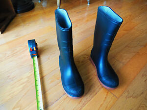 Made in Canada Rubber Rain Boots $10