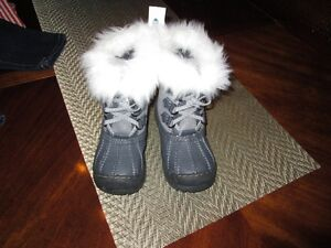 Old navy Winter boots ( Toddlers size 11)