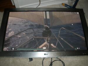 "42"" LG monitor/TV"