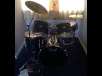Like new COMPLETE DRUM KIT pearl forum series fx725c perfect condition AYR