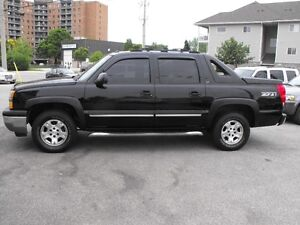 2005 AVALANCHE LT  LEATHER-SUNROOF-DVD  ONE OWNER  COME SEE