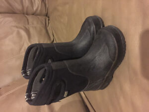 Unisex black Bogs. Child's size 7. A steal at $30.