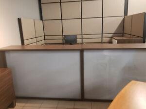 Mobilier de bureau - Chaise - Classeur - Table de conférence...
