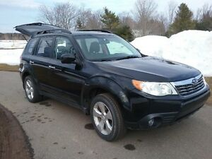 2010 Subaru Forester Wagon ( PRICED TO SELL )