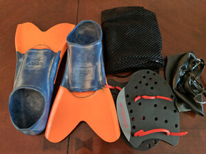 Ensemble de natation : palmes, paddle, filet