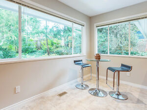 Inviting 3BR Family Home in Canyon Heights North Shore Greater Vancouver Area image 5