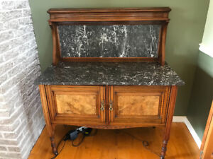 Small English Sideboard with Marble Top and backboard in walnut