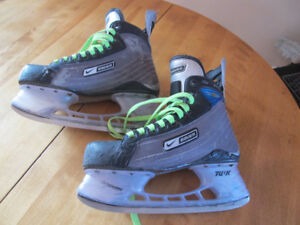 Bauer Hockey Skates.   Patins de hockey Bauer