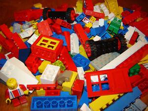 Lot de 1000 pieces de Lego avecminifigure,portes,fenetres,roues