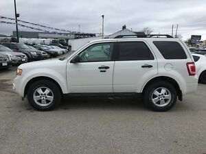2010 FORD ESCAPE XLT * LEATHER * POWER GROUP * EXTRA CLEAN London Ontario image 3