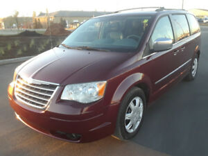 2009 TOWN & COUNTRY TOURING 140485KM $7999