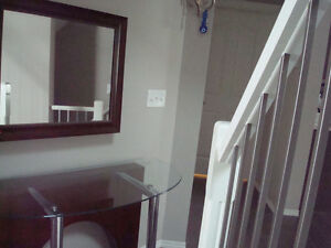 Entrance mirror and table