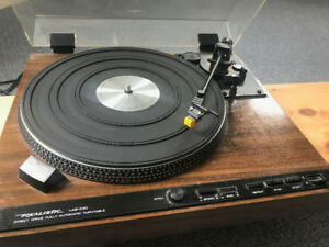 Realistic Lab-440 Turntable (Record Player) w/Pyle pre-amp