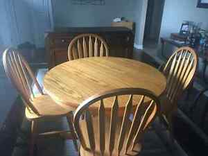 Beautiful Oak table and 4 Chairs