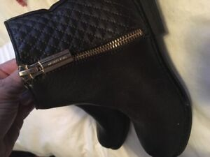 Girl's Michael Kors boots in size 13   Excellent condition