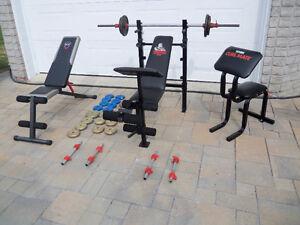 Équipement Bench, poids, planche, entrainement exercices.