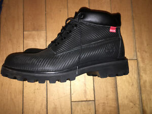 *NEVER WORN* Men's Timberland Boots Size 11
