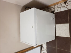 Like new Kenmore 5 cubic ft apartment size chest freezer