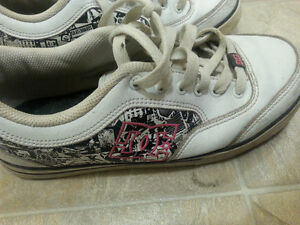 ladies size 8.5 dc skate style runner great condition !! Regina Regina Area image 1