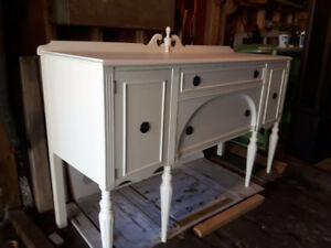 GORGEOUS ANTIQUE WHITE CHALK PAINTED SIDEBOARD BUFFET