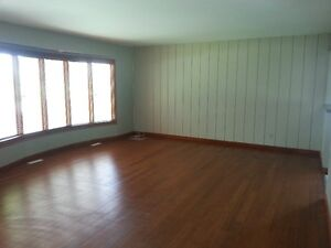 6 bedrooms and 2 bathrooms house in south Available Immediately
