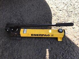 Hydraulic pump P392