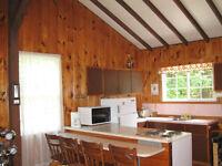 Chalet à Louer situé sur bord d'eau/Water Front Cottage for Rent