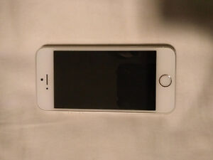Iphone 5s, 16GB, Telus Silver Excellent Condition