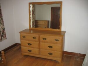High quality, near new condition, maple (maybe pine) bedroom set