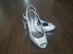 NEW Lifestride Silver Shoes Size 9 M Silver