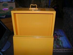 LARGE LOCKABLE METAL BOX WITH HANDLE Sarnia Sarnia Area image 2