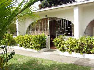 1 Bdrm Condo (with washing machine) in Sunset Crest/Holetown