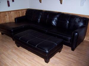 beau divan noir 3 places et +