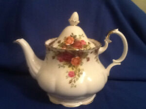 Royal Albert Old Country Rose 6 Cup Teapot Made in England