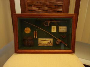 Cadre en bois avec des affaires de pêche