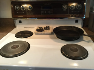 Admiral Kitchen Range-Solid stovetop elements