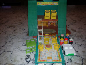 Vintage Fisher Price  Little People A frame #990